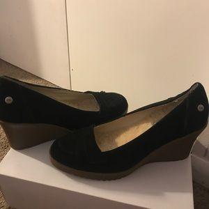 UGG heel closed dressed shoes